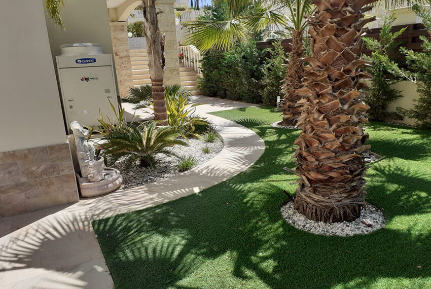 Modern 4 bedroom villa for rent with private pool Peyia_1