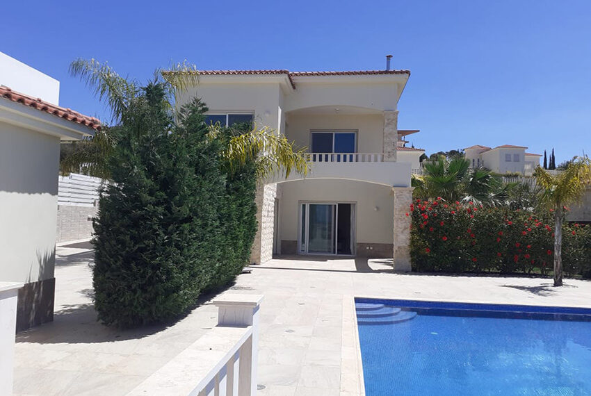 Modern 4 bedroom villa for rent with private pool Peyia_3