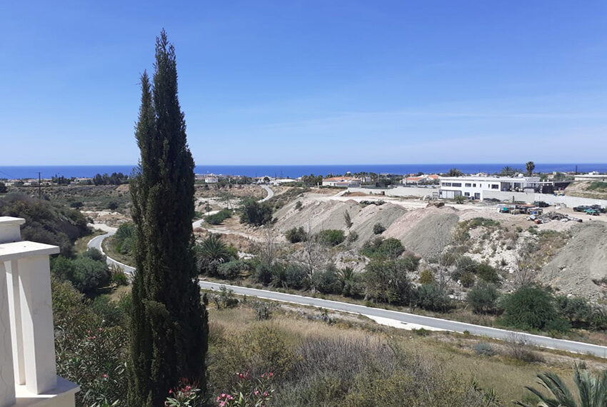 Modern 4 bedroom villa for rent with private pool Peyia_6