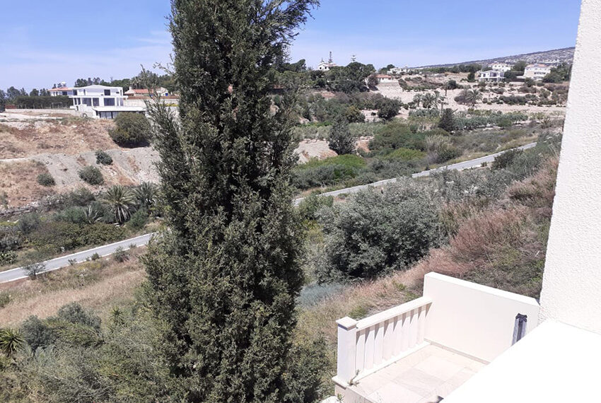 Modern 4 bedroom villa for rent with private pool Peyia_8