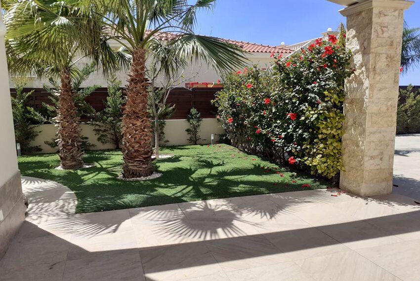 Modern 4 bedroom villa for rent with private pool Peyia_10