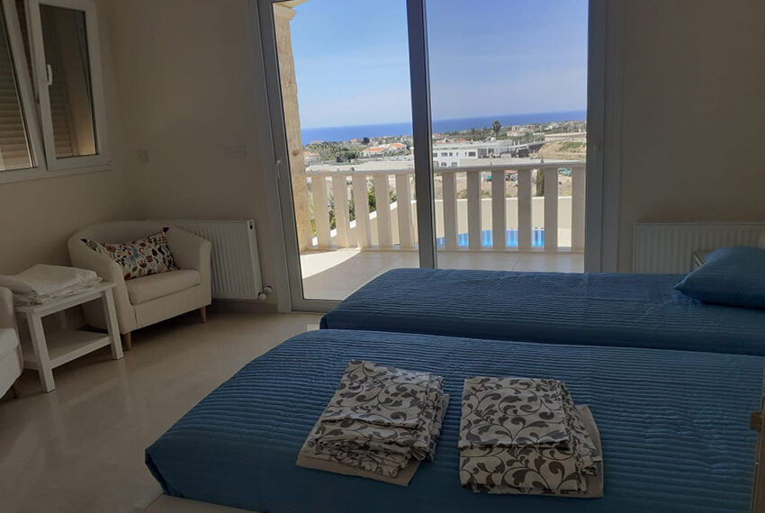 Modern 4 bedroom villa for rent with private pool Peyia_13