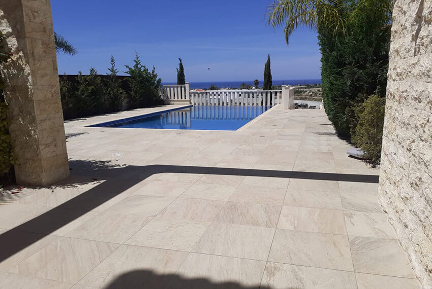 Modern 4 bedroom villa for rent with private pool Peyia_14