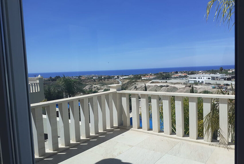 Modern 4 bedroom villa for rent with private pool Peyia_18