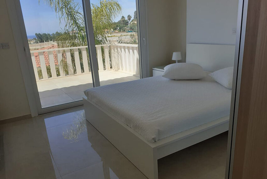 Modern 4 bedroom villa for rent with private pool Peyia_25