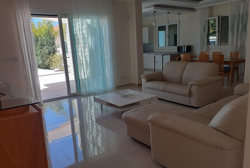 Modern 4 bedroom villa for rent with private pool Peyia_26
