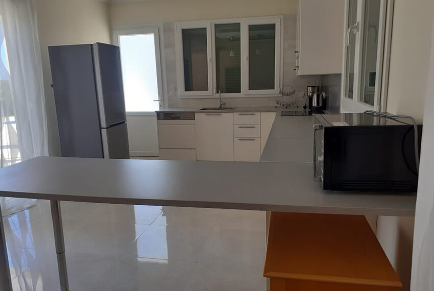 Modern 4 bedroom villa for rent with private pool Peyia_27