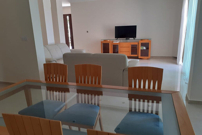 Modern 4 bedroom villa for rent with private pool Peyia_29