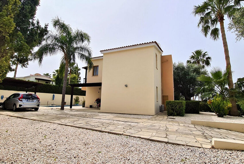 4 bedroom villa for sale with private pool & large plot Peyia_3