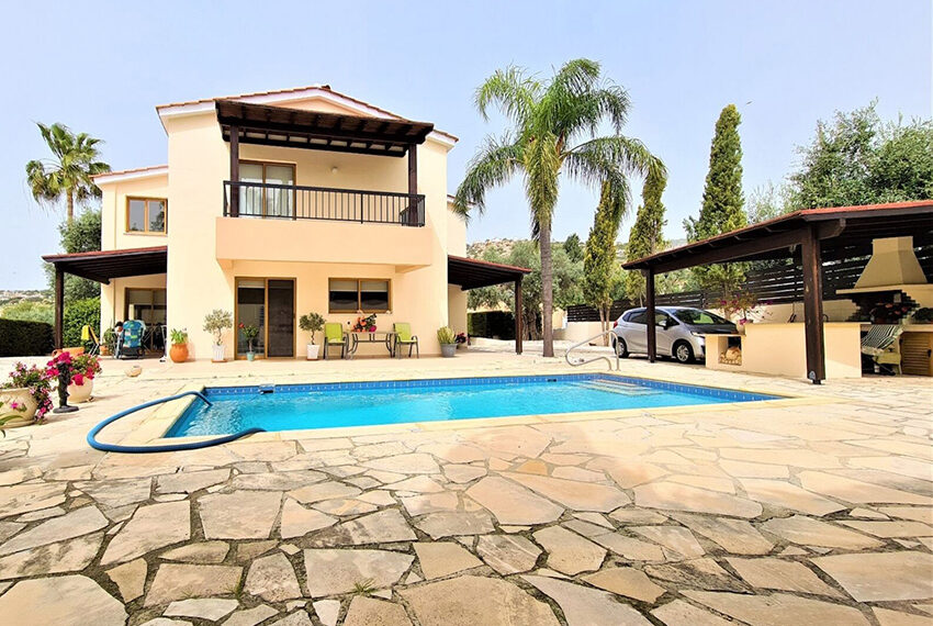 4 bedroom villa for sale with private pool & large plot Peyia_13