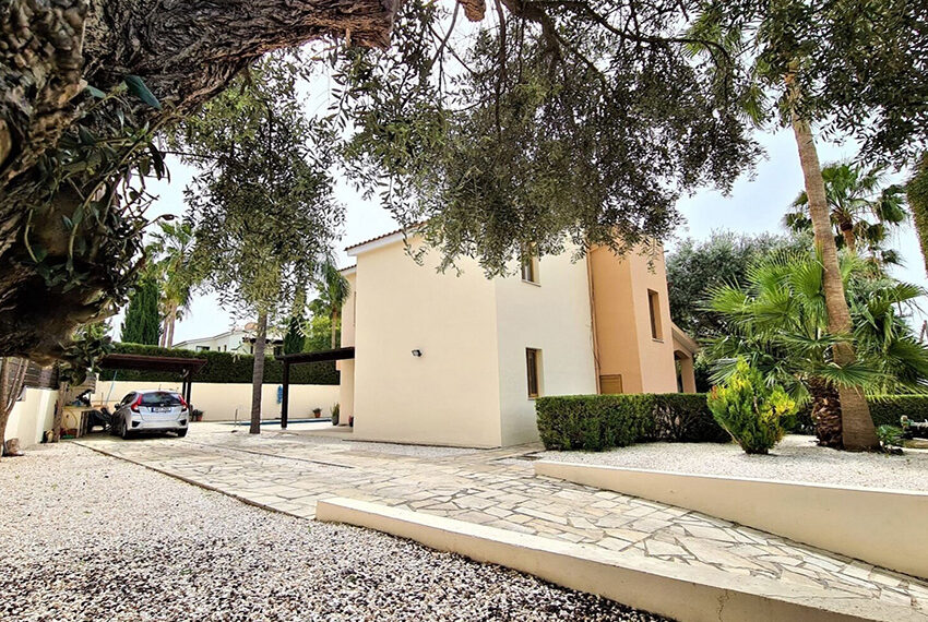 4 bedroom villa for sale with private pool & large plot Peyia_15