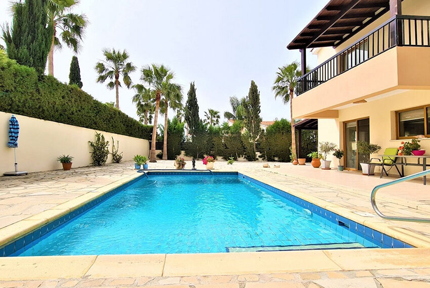 4 bedroom villa for sale with private pool & large plot Peyia_23