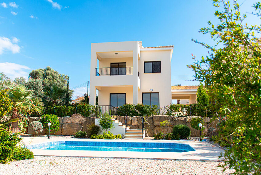Recently renovated villa for sale Venus Rock Golf Resort Cyprus_1