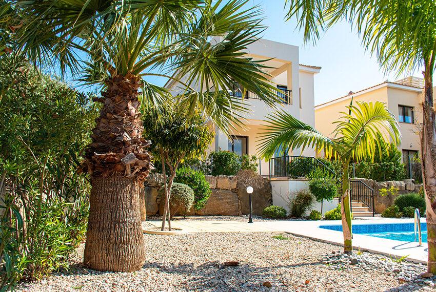 Recently renovated villa for sale Venus Rock Golf Resort Cyprus_4