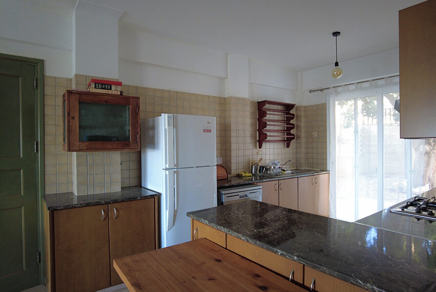 4 bedroom villa for rent with private pool and sea views Peyia
