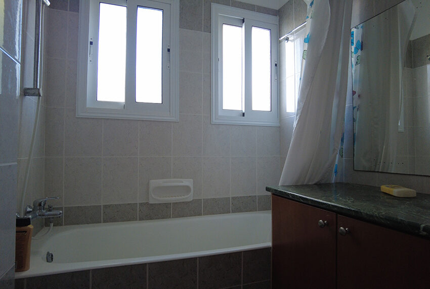 4 bed unfurnished townhouse for rent long term Peyia