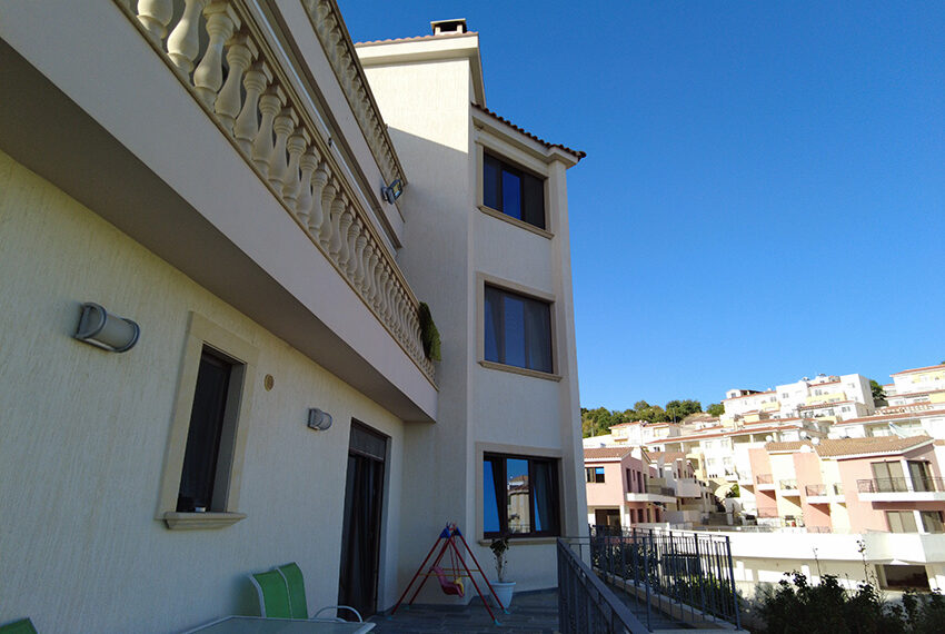 Spacious 2 bed apartment for rent long term Peyia Cyprus