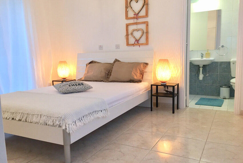 Detached 3 bedroom villa for sale with private pool in Peyia_3