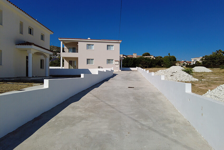 Unfurnished 3 bed house for rent long term in Tala village