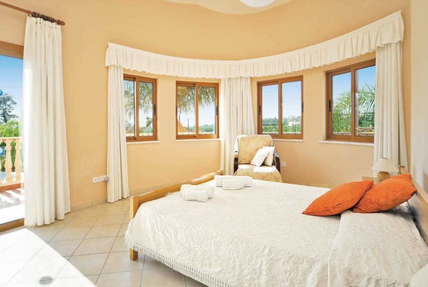 For rent 4 bedroom villa with private pool Coral bay Peyia_1