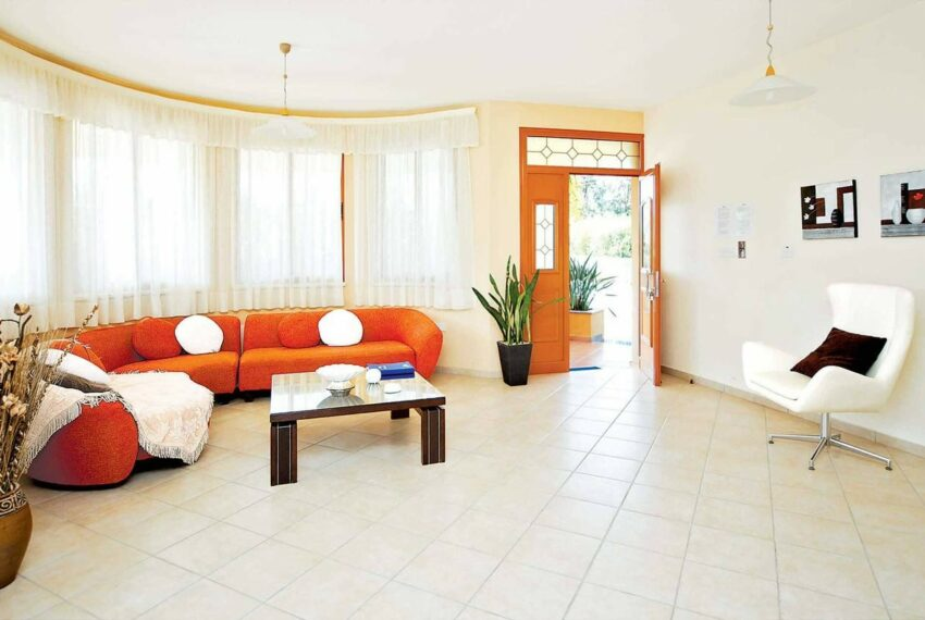 For rent 4 bedroom villa with private pool Coral bay Peyia_9