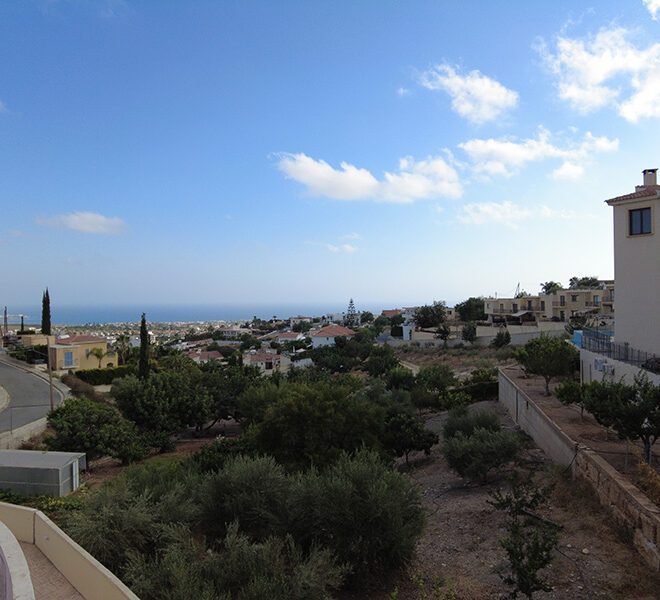 Unfurnished 3 bedroom townhouse for rent Peyia