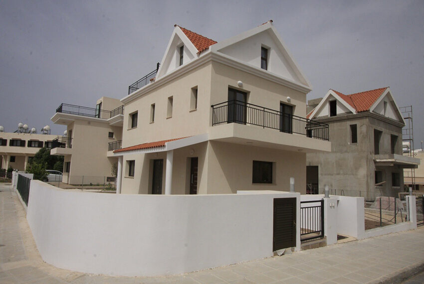 For rent brand new unfurnished 3 bedroom villa in Chloraka_1