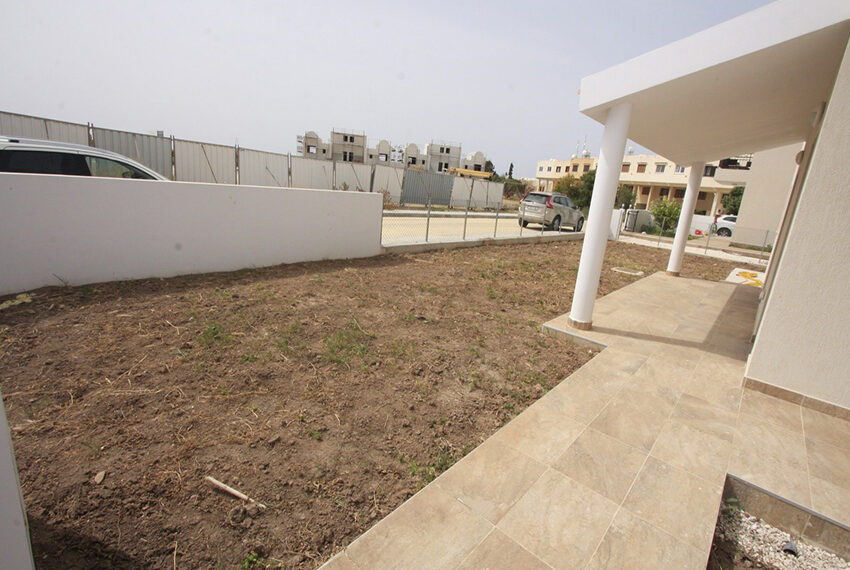 For rent brand new unfurnished 3 bedroom villa in Chloraka_2