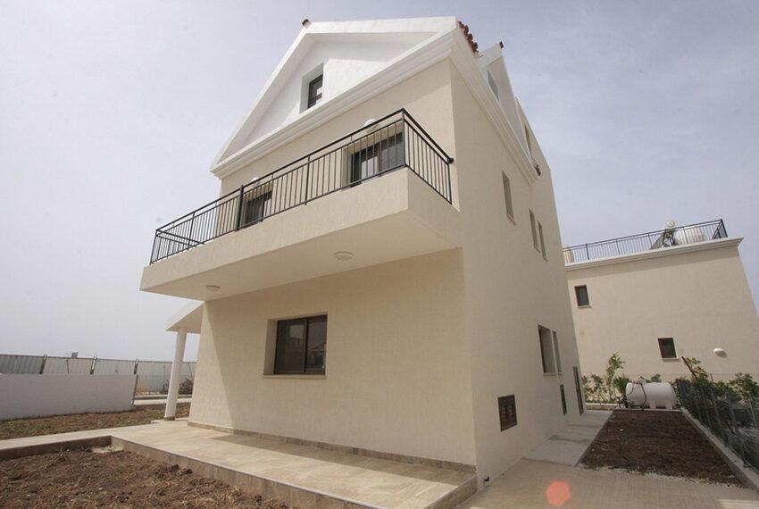 For rent brand new unfurnished 3 bedroom villa in Chloraka_3