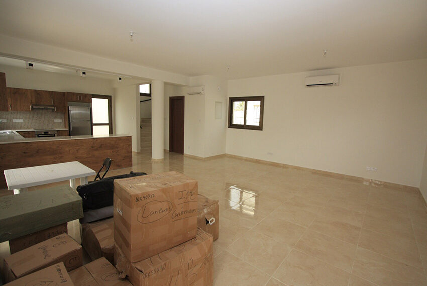 For rent brand new unfurnished 3 bedroom villa in Chloraka_5