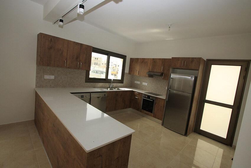For rent brand new unfurnished 3 bedroom villa in Chloraka_6