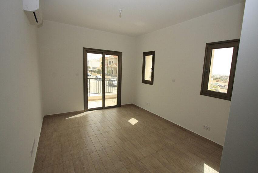 For rent brand new unfurnished 3 bedroom villa in Chloraka_13