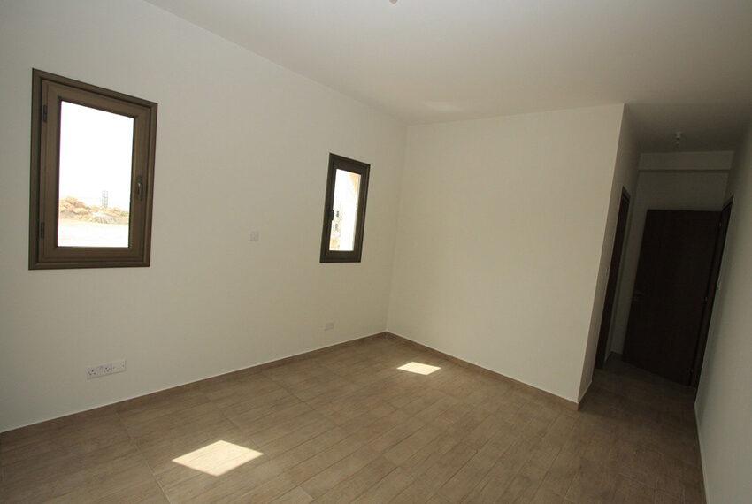 For rent brand new unfurnished 3 bedroom villa in Chloraka_14