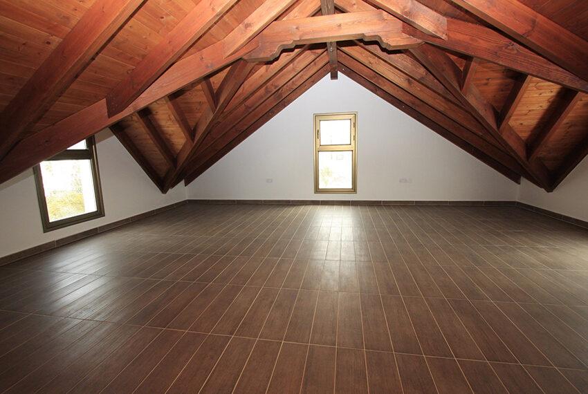 For rent brand new unfurnished 3 bedroom villa in Chloraka_17
