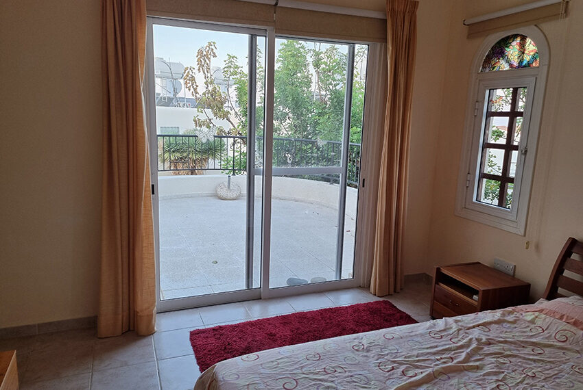 3 bed villa for sale with communal swimming pool in Peyia_2