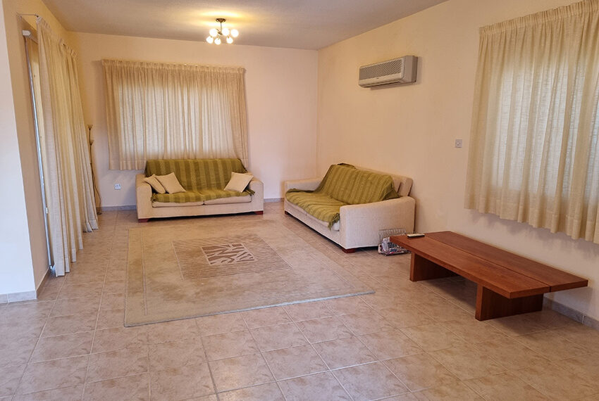 3 bed villa for sale with communal swimming pool in Peyia_10