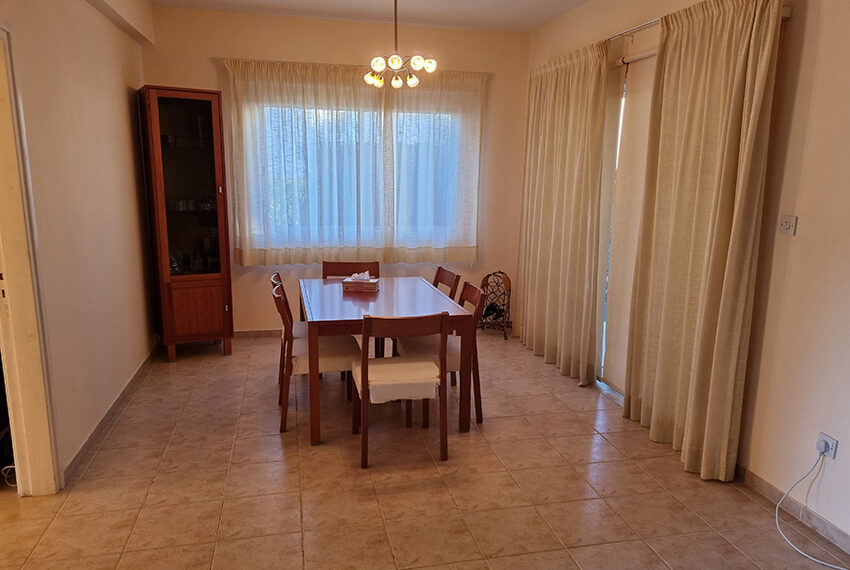 3 bed villa for sale with communal swimming pool in Peyia_11