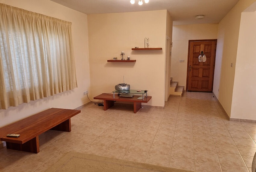 3 bed villa for sale with communal swimming pool in Peyia_12