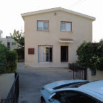 3 bed villa for sale with communal swimming pool in Peyia