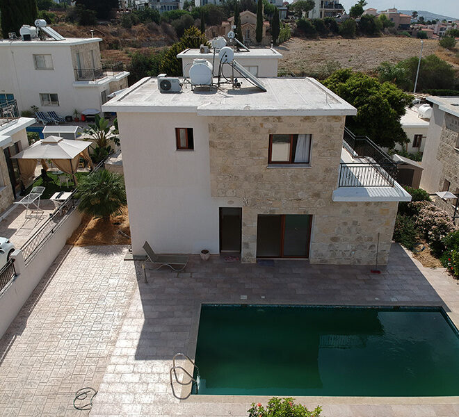 3 bedroom villa with private pool for rent long term Tremithousa
