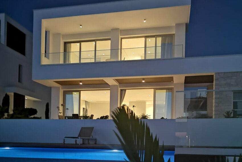 Luxury villa with private pool for rent near beach Kissonerga_41