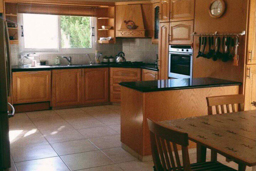 3 bed villa with private pool for rent near TLC school Peyia_2