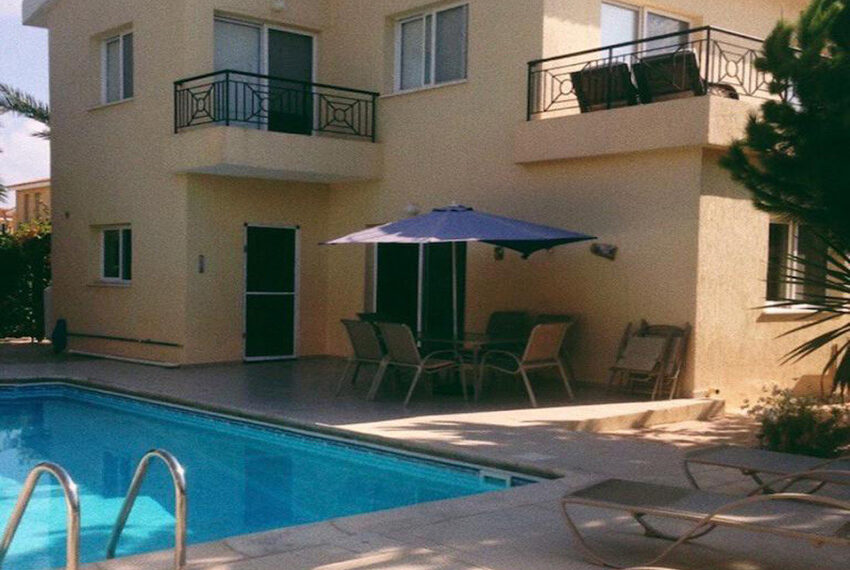 3 bed villa with private pool for rent near TLC school Peyia_3