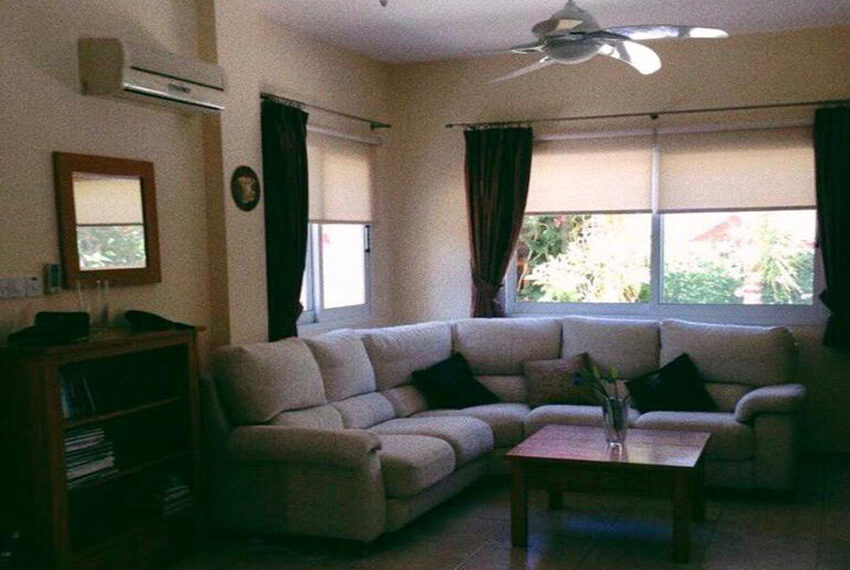 3 bed villa with private pool for rent near TLC school Peyia_4