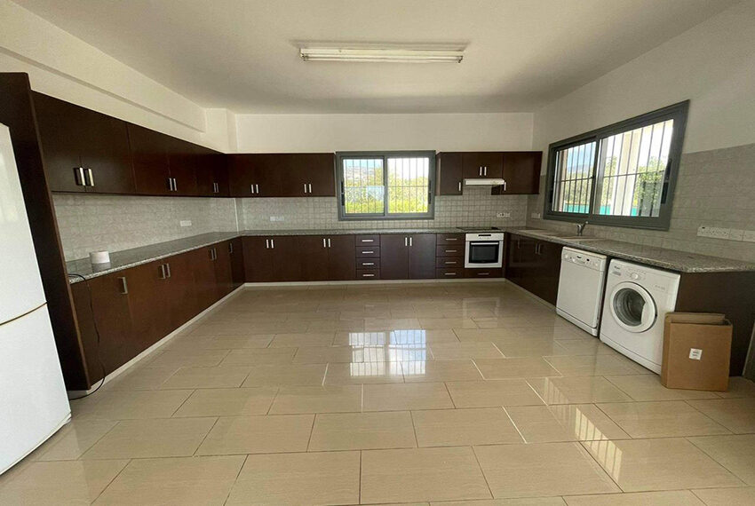 Unfurnished 3 bedroom house for rent in Peyia Cyprus_1