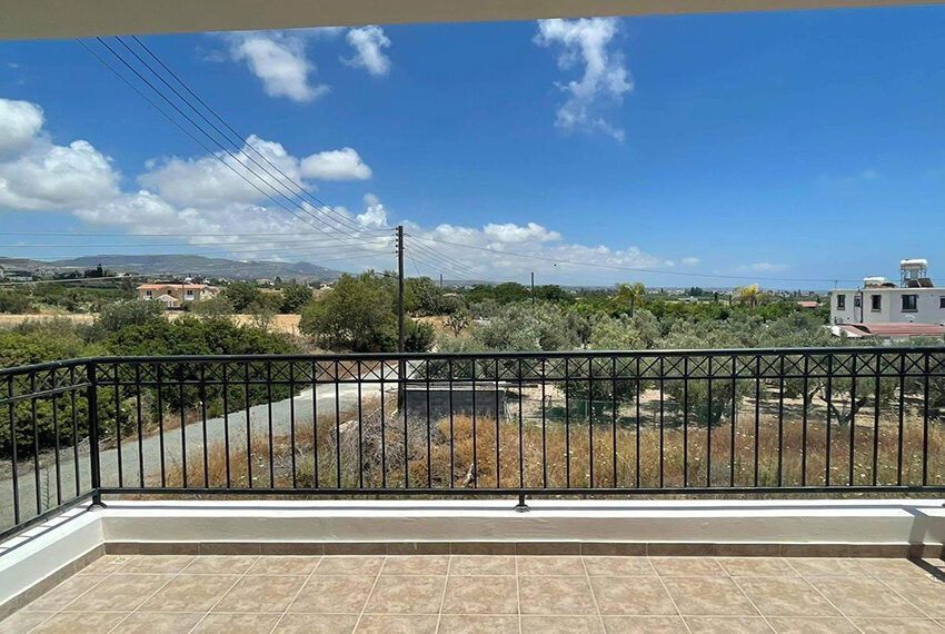 Unfurnished 3 bedroom house for rent in Peyia Cyprus_2