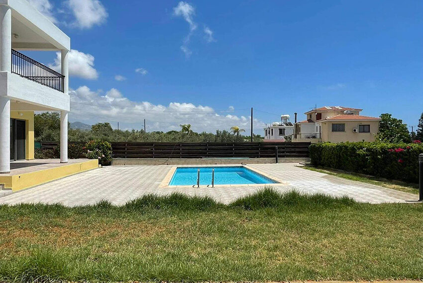 Unfurnished 3 bedroom house for rent in Peyia Cyprus_3
