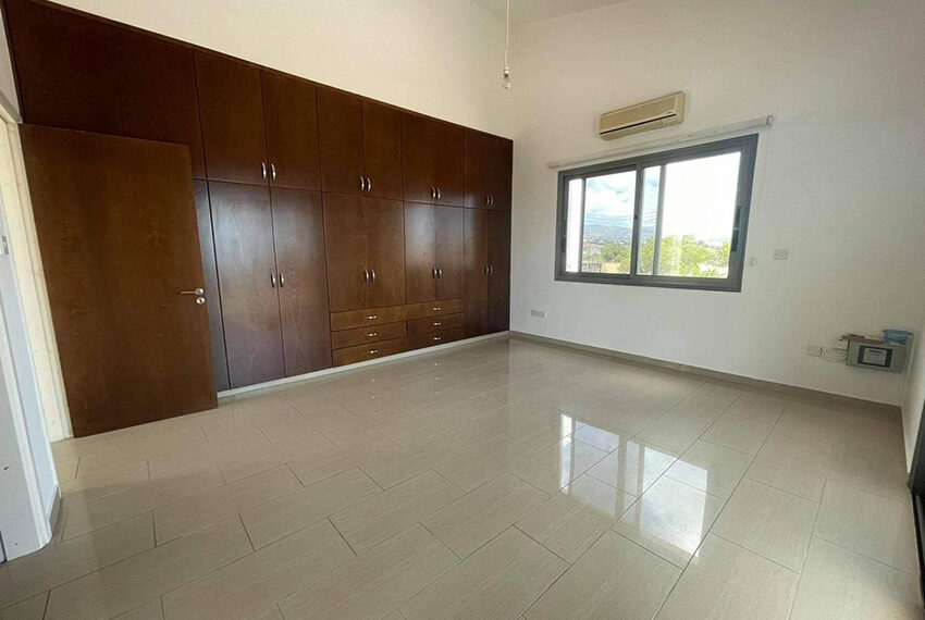 Unfurnished 3 bedroom house for rent in Peyia Cyprus_6
