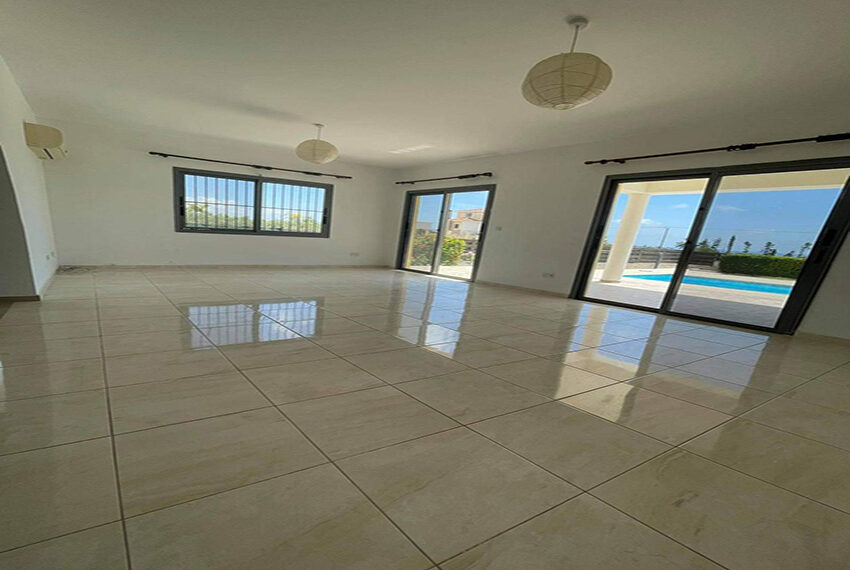 Unfurnished 3 bedroom house for rent in Peyia Cyprus_7