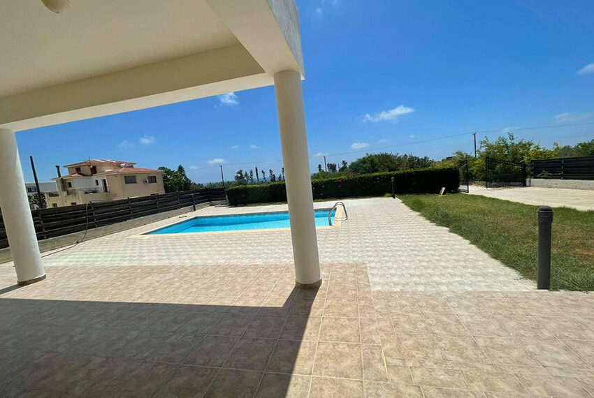 Unfurnished 3 bedroom house for rent in Peyia Cyprus_8